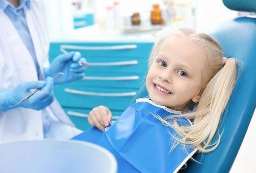 در اولین مراجعه کودک به دندانپزشک چه اتفاقی میافتد؟